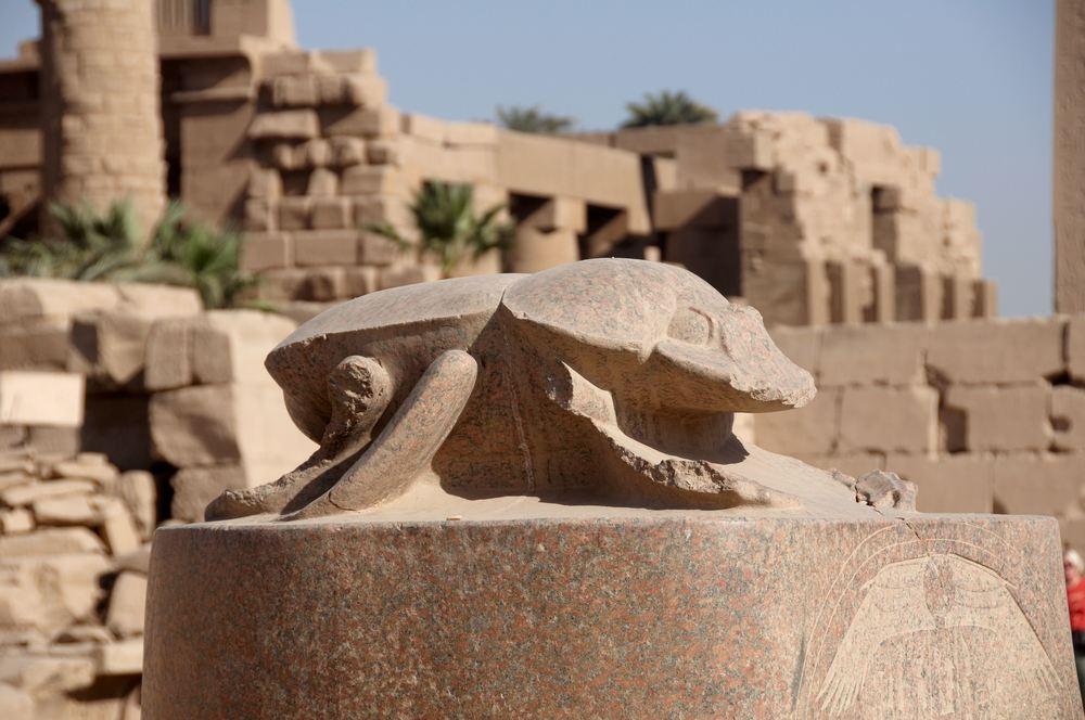 Karnak_temple_scarab_beetle_A.jpg