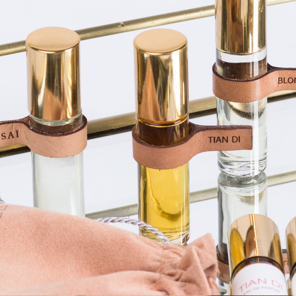 TIAN DI   EAU DE PARFUM TOUCH POINT   SIZE : 0.34OZ / 10ml   US WHOL : $17.50   US SRP : $35.00   Application :roll on perfume   Packaging : glass with roll on applicator, gold metal cap, leather tag, comes in a suede pouch