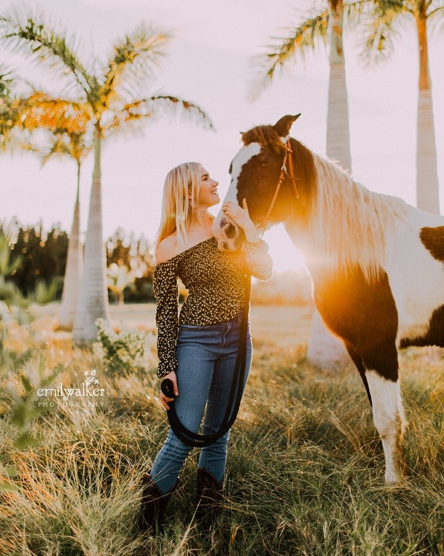Y'all, this afternoon was a dream. A golden session, filled with cool winter weather, horses, friendly cows, and dancing through fields of palm trees. Say hello to Elle, class of 2019. ☀️ #classof2019 #seniorphotographer #emilywalkerphotography