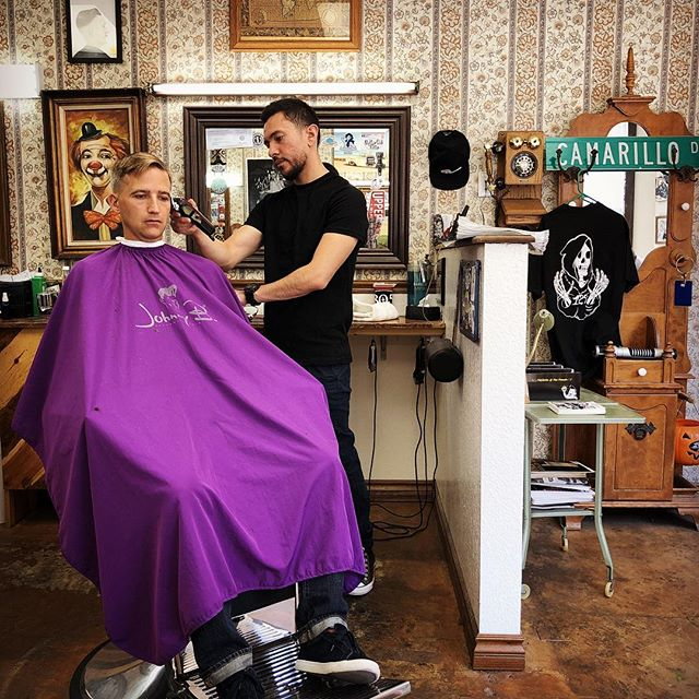 @jr_the_artist doing what he does best!  Give us a call and stop in to experience Camarillo's finest barbershop.  #1927camarillo #camarillosfinest #barbershop #1927barbershop #shinergold