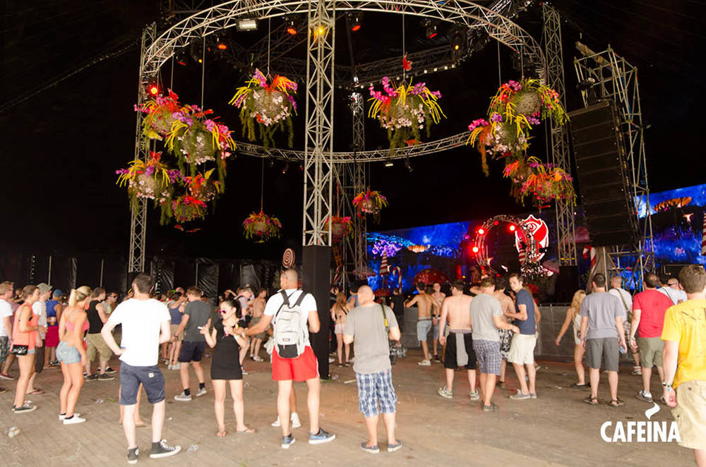 2011_cafeina Tomorrowland3.jpg