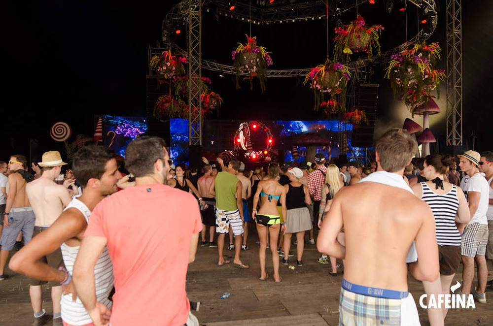 2011_cafeina Tomorrowland5.jpg