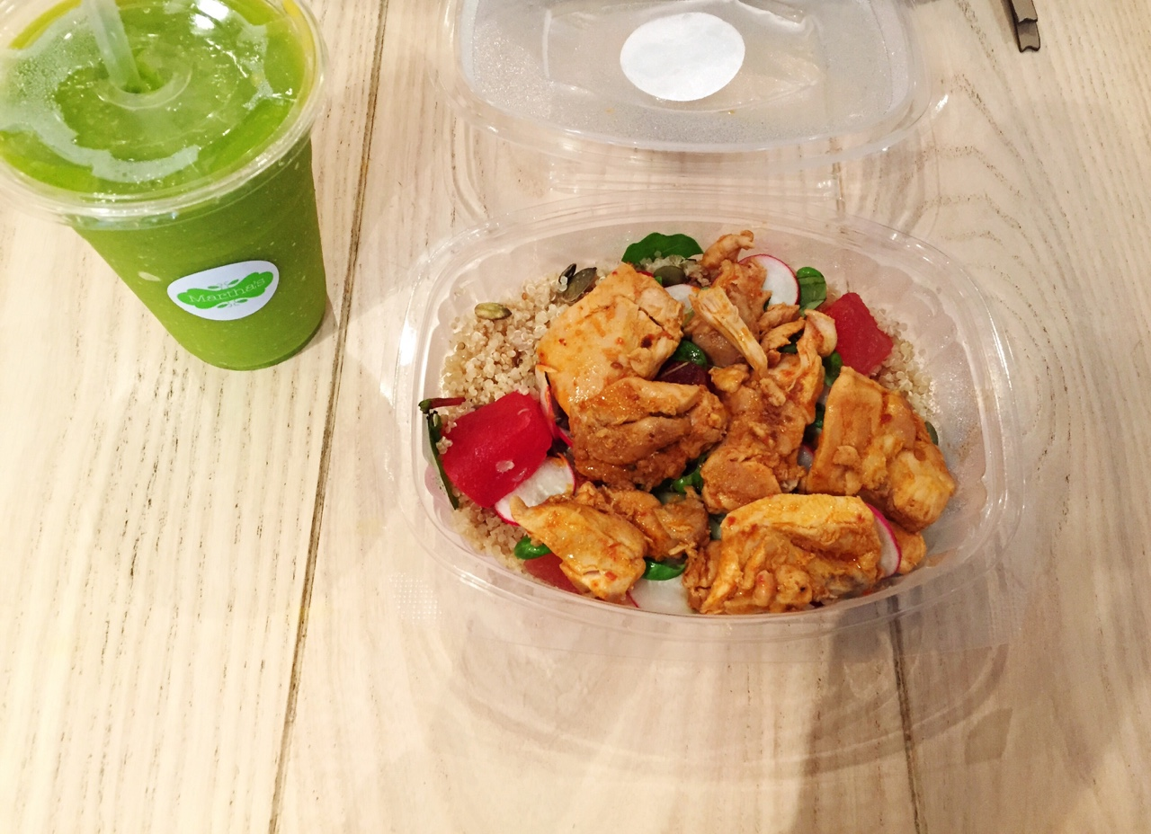 Martha's! Post-uni lunch in Martha's. Ruby Quencher Salad with Chipotle Chicken along with a Green Juice- 534 calories of goodness! //SHE