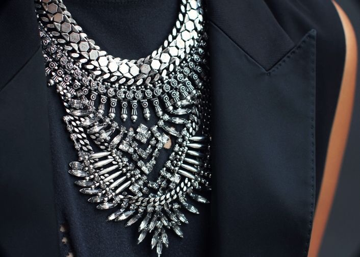 Silver Statement Love this post by fashion blogger Sincerely Jules- Casual look with statement Dylanlex Necklace. //SHE