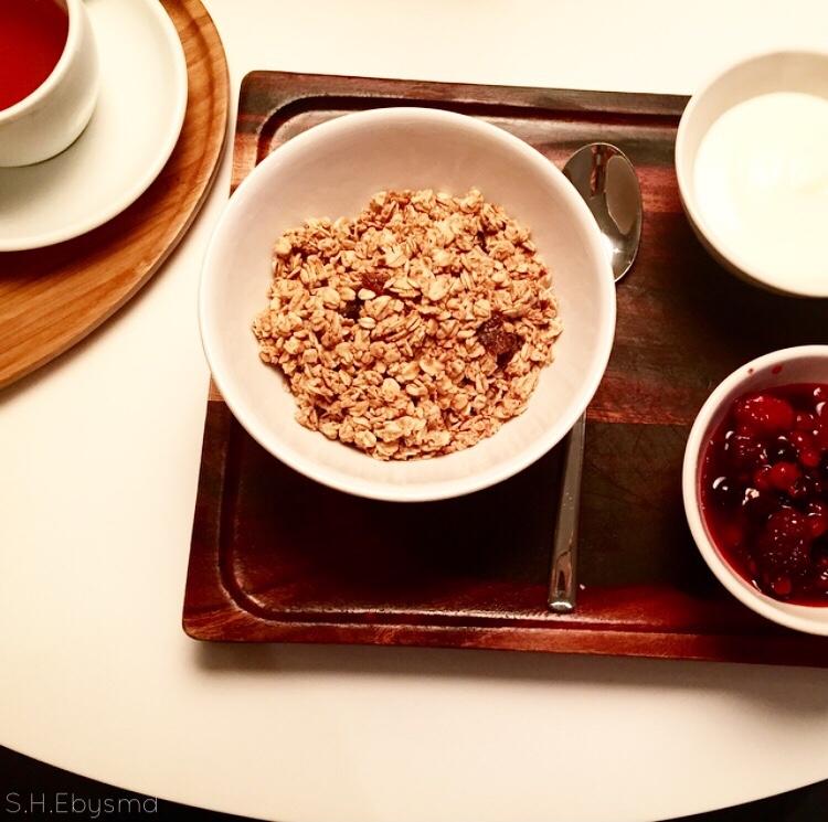 Healthy Start Granola, Berries & Yoghurt with a Mango Tango Suki Tea @ Lido to Start the Week //SHE