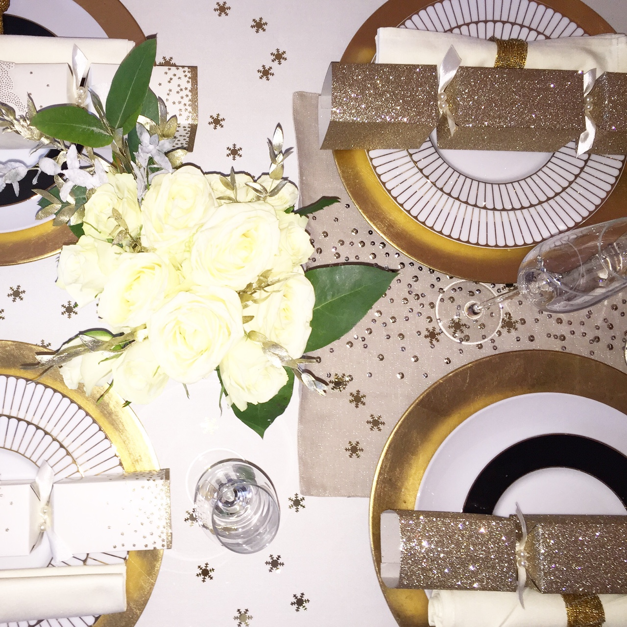 Merry Christmas Beautiful Table for Christmas Dinner- Winter White Rose's & Gold Accessories. //SHE