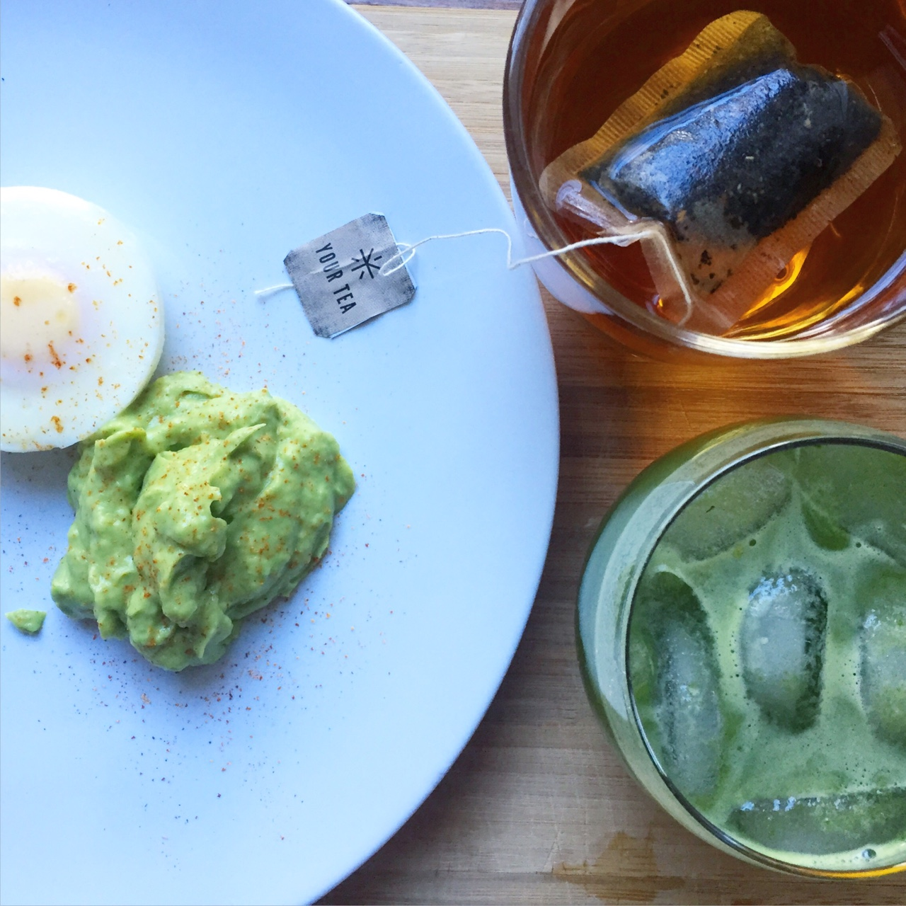 Morning Fuel Poached egg with avocado, chilli & lime along with a green juice and Your Tea's Tiny Tea ( tinyteatox ) Perfect way to feel fuller for longer! Green juice: 4 Apples 6 Pieces of Celery A Handful of Spinach A Couple of mint Leaves 1 Passionfruit S H E