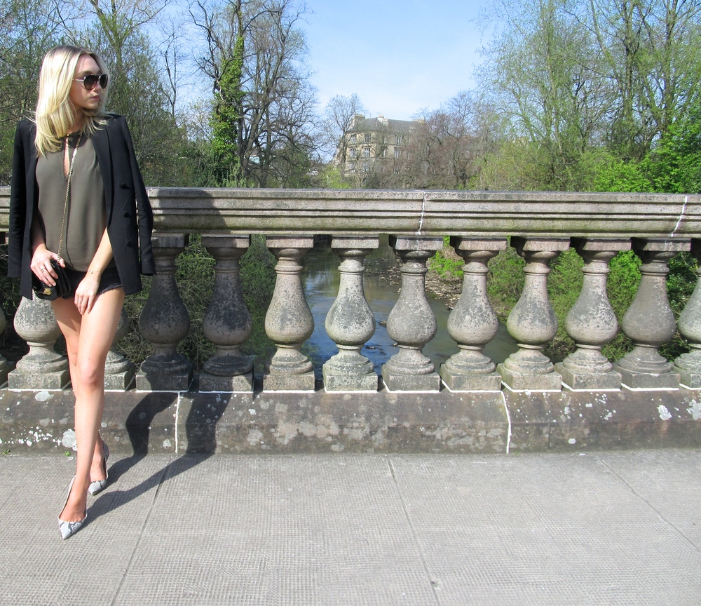 Chic stroll in the park...