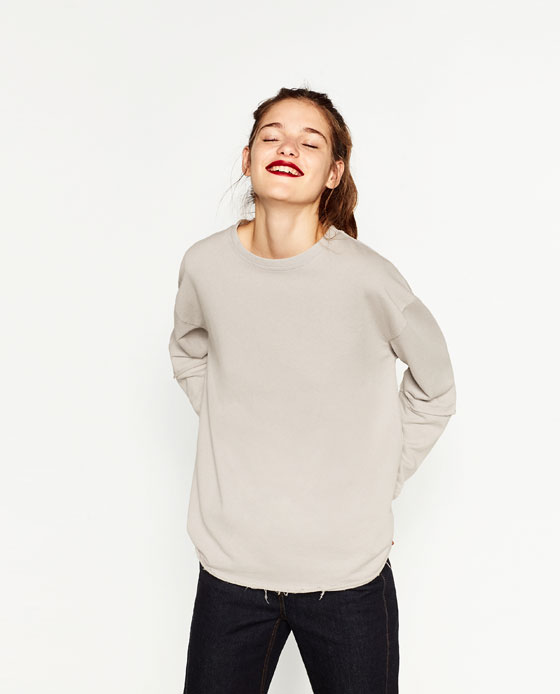 ZARA - RAW SWEATER