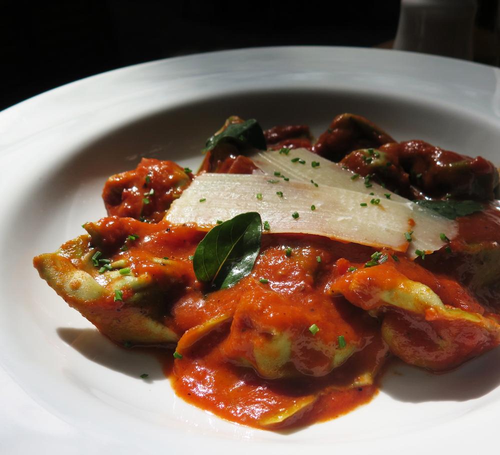 Capelati de alcachofra com molho de tomate fresco
