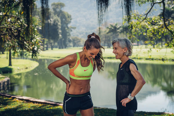 Iza Goulart e a primeira maratonista mulher Joan Benoit Samuelson