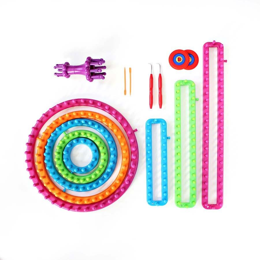 boye loom kit infinity scarf tutorial // via darlingbebrave.com