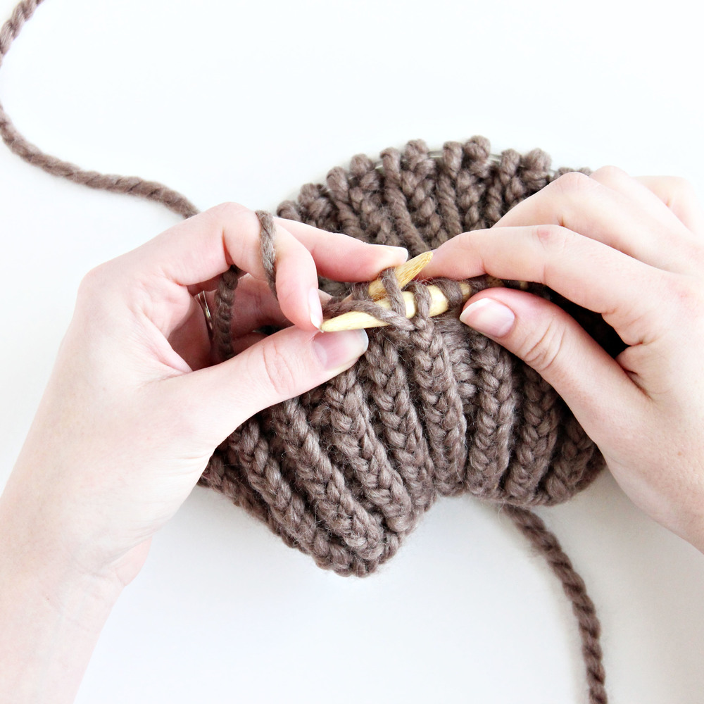knitting tutorial: twisted stitches vs regular stitches // via darlingbebrave.com