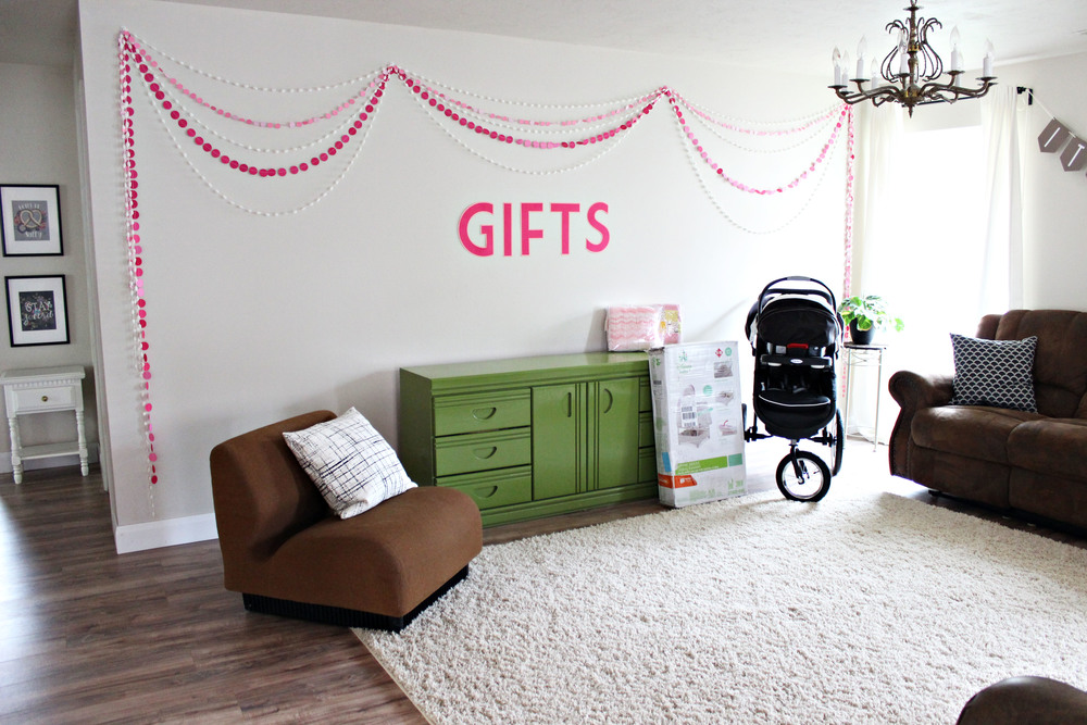 baby shower: gift table & garlands // via www.darlingbebrave.com