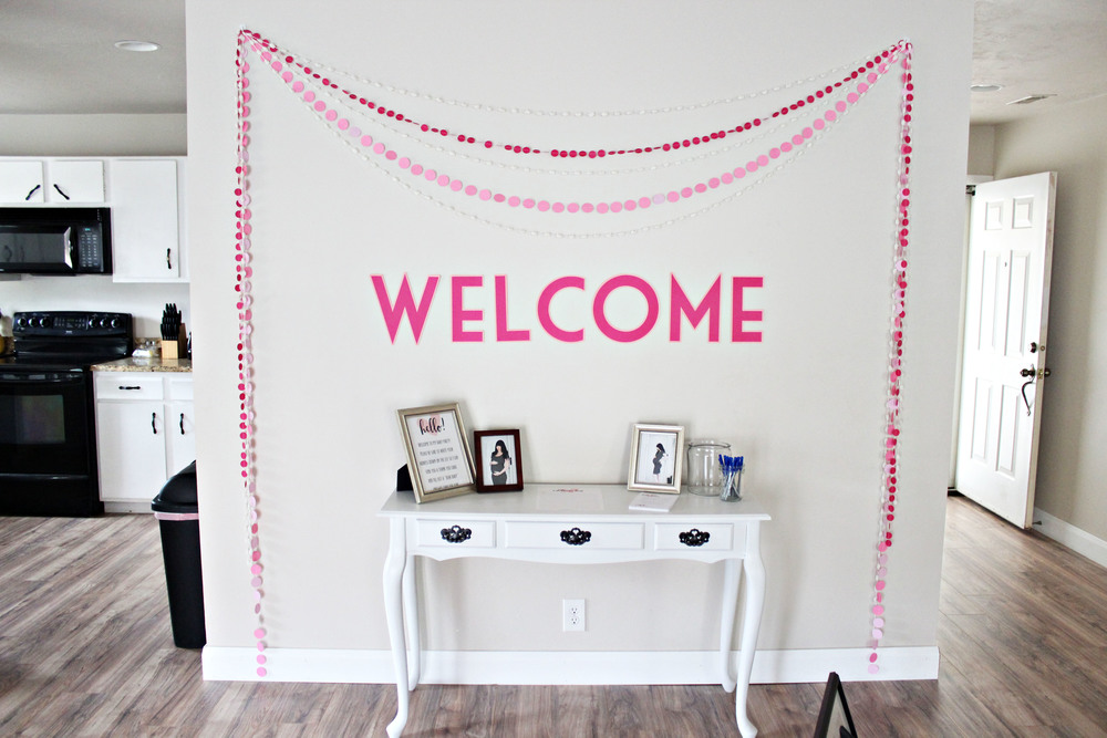 baby shower: welcome table & garlands // via www.darlingbebrave.com