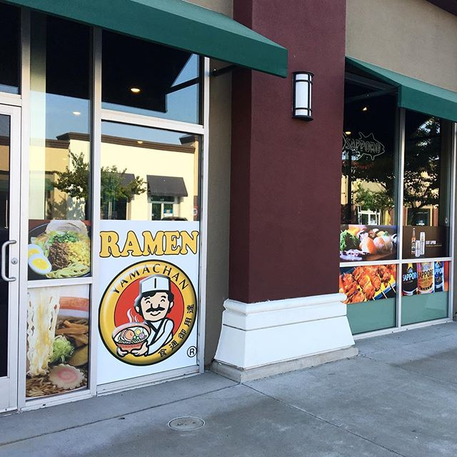 Full color window vinyl #decals printed and installed for @osakayakitori! Now open for delicious #ramen and #sushi! 😋🍜🍣#sacramento #signs #windowfilm #vinyl #calsigns #business #foodie