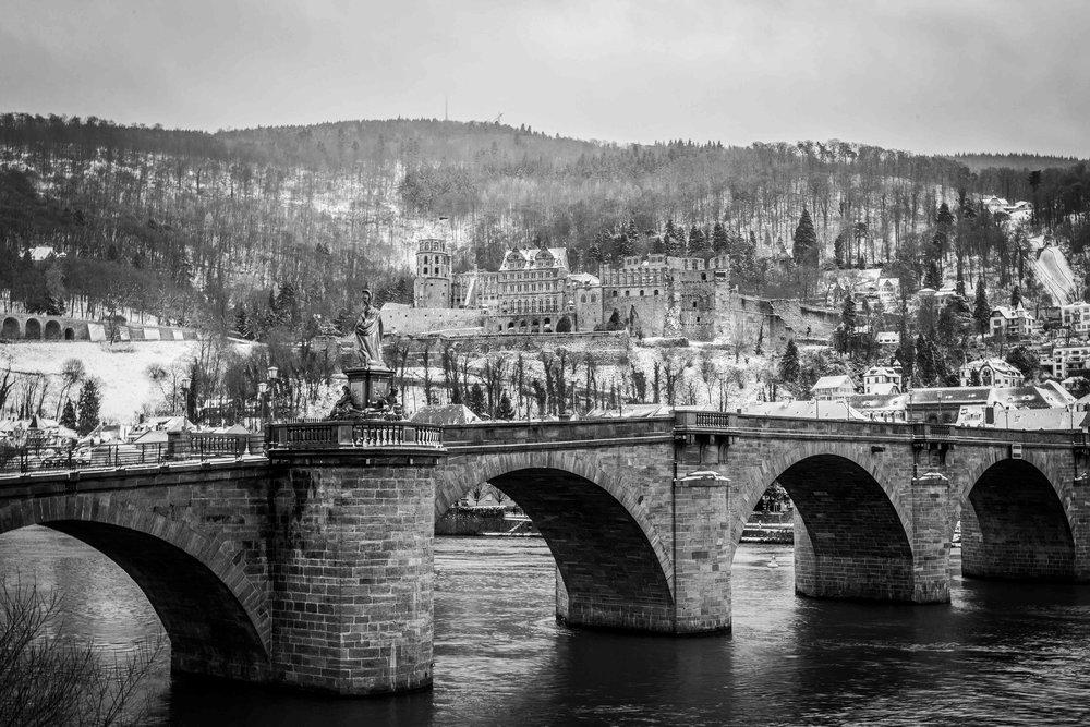 Das Heidelberger Schloss - wie vor 50 Jahren aussehen lassen. Starke Kontraste mit Highkey Belichtung & Schwarz-weiss Fotos