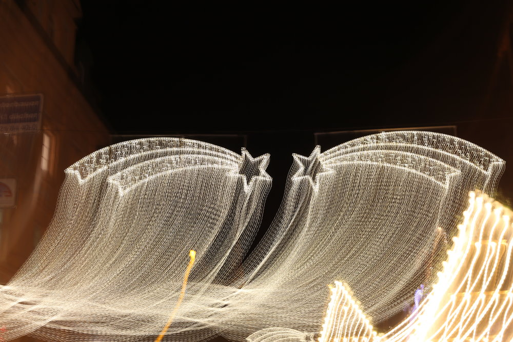 61e5978da9d2e4 Als Vor-Weihnachtsgeschenk für alle Fotografie-Begeisterten unter euch!...  Jetzt unseren beliebten Fotokurs für Nachtaufnahmen buchen und die  Frankfurter ...