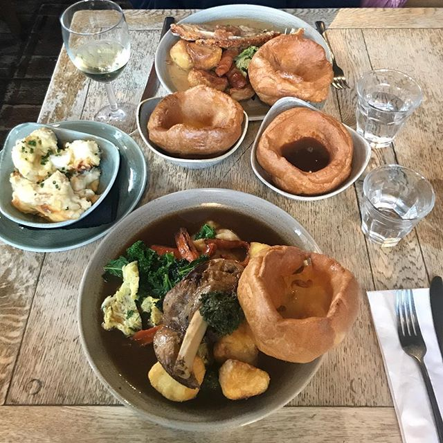 Consistently the best roast in East London an dare I say beyond. You brighten up my Sundays after a week of cooking for others with truly epic food sourced properly from ethical producers (the last thing I need on my day off is modern guilt and anxiety about eating meat!). Bring on next Sunday!  What's your best roast? Where, when,why? What is it about this British tradition that gets you going?? Answers on the back of a postcard! @caro_lundin @alamesacateringldn @threecrownsn16 @faulknercantsleep @ulyssebastien @vicogrove #sundayroast #chefsofinstagram #eastlondoneats