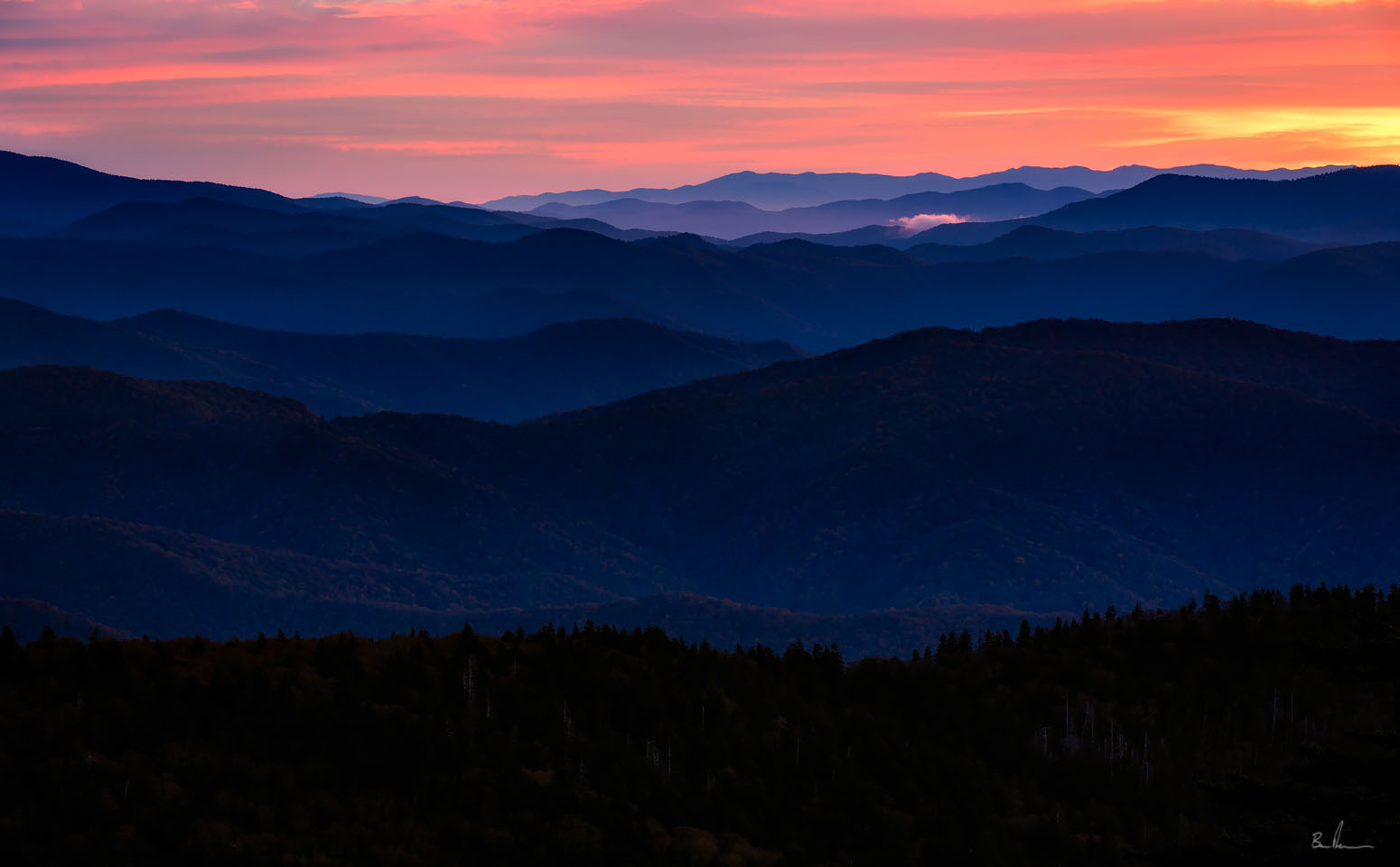 Smoky mountain sunrise photo from Clingmans Dome