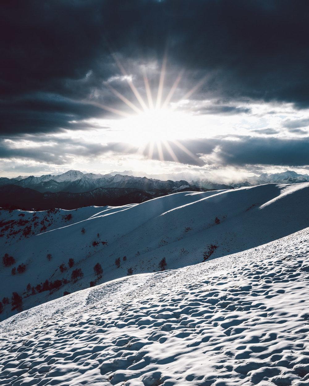 Tramonto sulle Alpi innevate