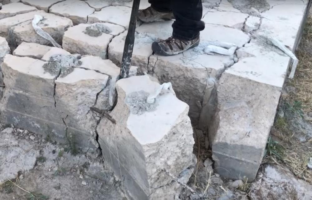 Dexpan concrete cracking prybar.PNG