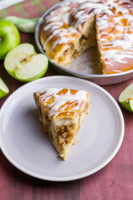 giant-apple-cinnamon-roll-16.jpg