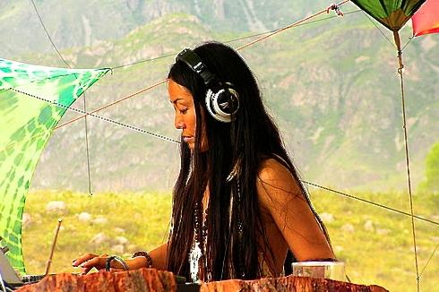 17 DJ @ Altay Eclipse fes 2008 .JPG