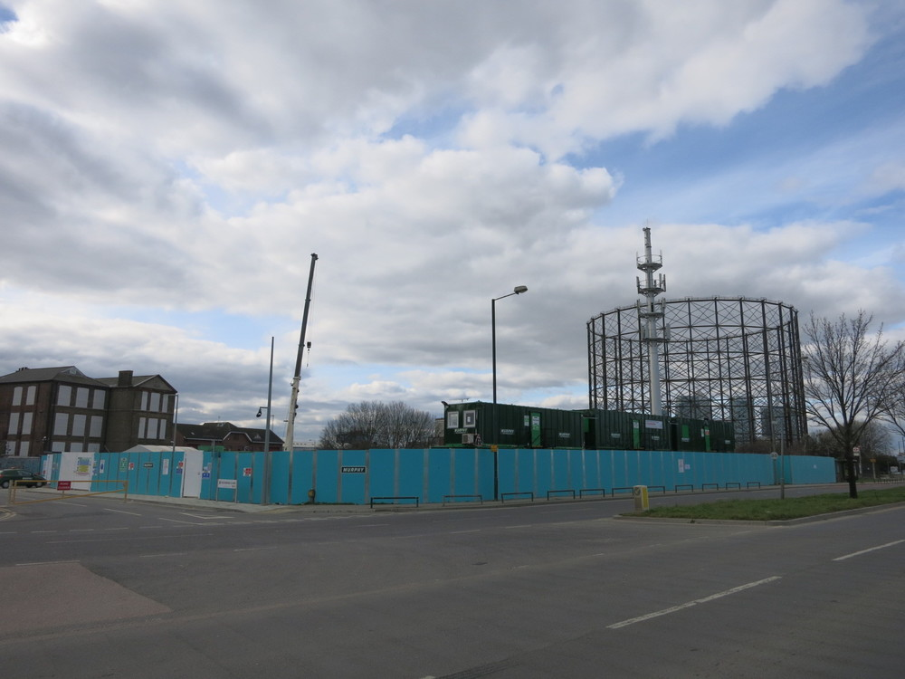 Site of electricity substation, south of the familiar gasworks site, which is expected to be complete by August 2016 - photo September 2015 [ @greenpenlondon ]