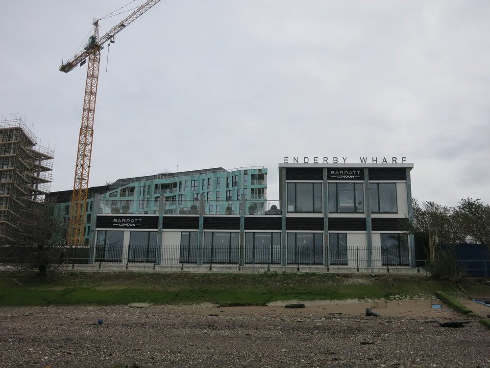 Enderby Wharf marketing suite fronting onto Thames Path - March 2016 [ @greenpenlondon ]