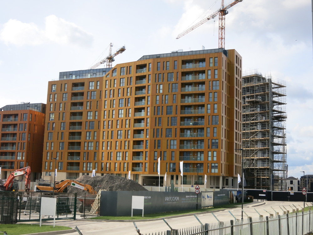 Construction progress on the Rayleigh building of Enderby Wharf - March 2016 [ @greenpenlondon ]