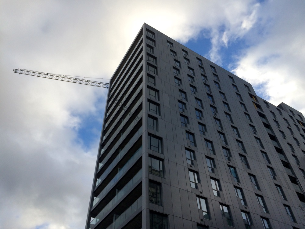 Bellway's Platinum Riverside development, photo taken as it neared completion in Nov 2015 [ @greenpenlondon ]