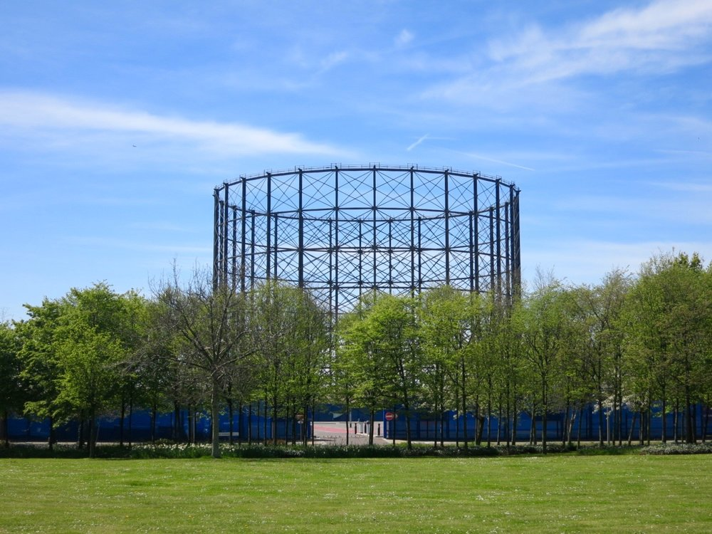 Gas holder viewed from Greenwich Peninsula's Central Park - May 2016 [greenpen.london]