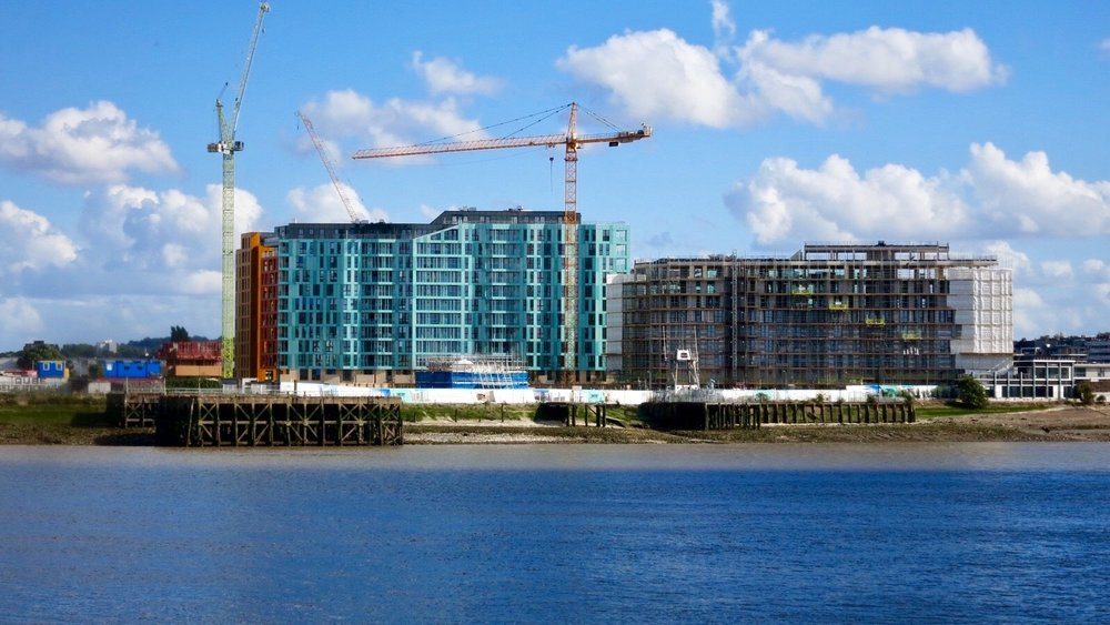 Barrett Home's Enderby Wharf development under construction - September 2016 [greenpenlondon]