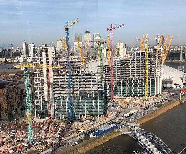 #upperriverside @theo2london #greenwichpeninsula #greenwich #northgreenwich #riverthames #thames #canarywharf #london #construction #newdevelopment #regeneration @moragmyerscough #colourblockcranes