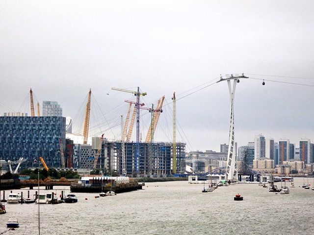 View from #greenwichyachtclub over #greenwichpeninsula #northgreenwich #emiratesairline #cablecar #upperriverside #knightdragon #riverthames #thames #london #development #masterplan #newbuild #newhomes #londonhomes #colourblockcranes