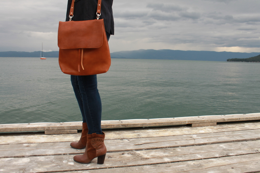 The Logan Bag is made from premium Horween Essex leather.  This leather is highly prized by the world's leather artisans.