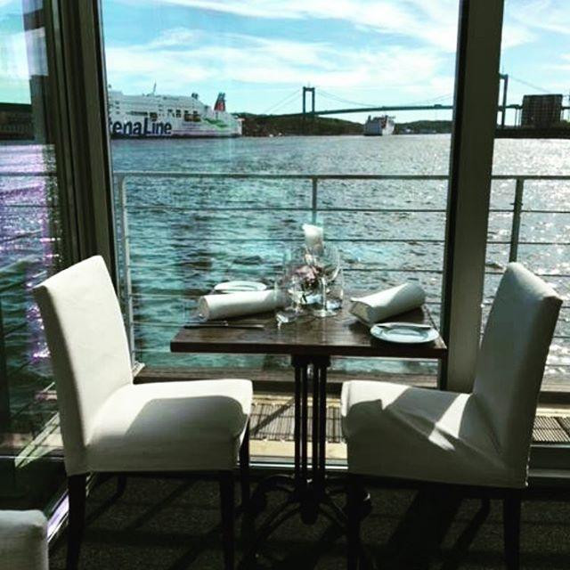 Tänk att sitta här med någon du tycker om, prova vår nya meny och dricka nåt gott ❤️#eriksberg #riverrestaurant #nymeny #kärlek #romantik