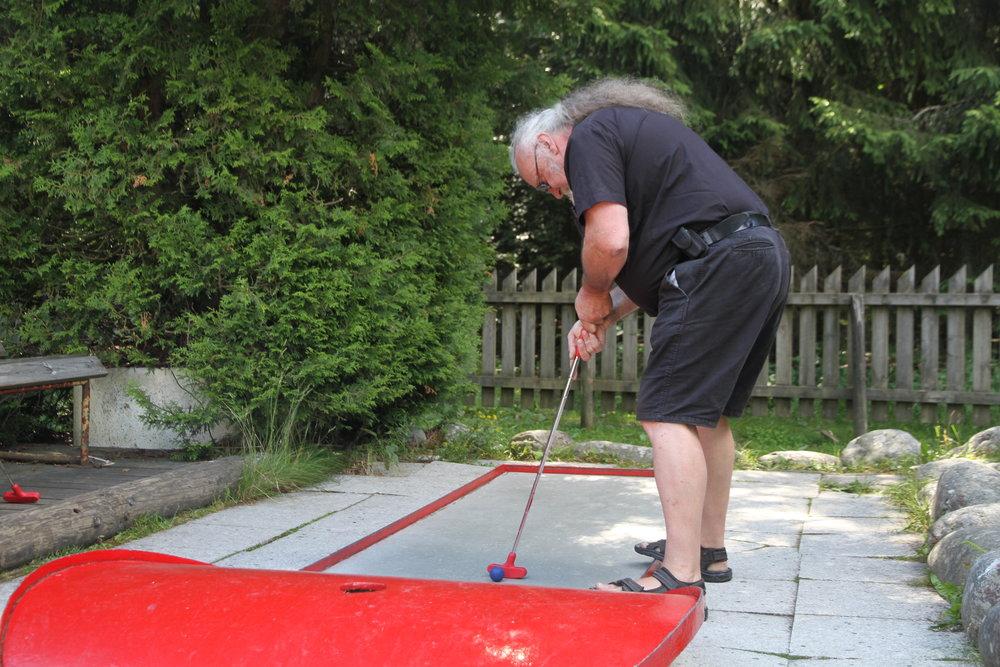 Bjørn finpusser på teknikken. Foto: Petter