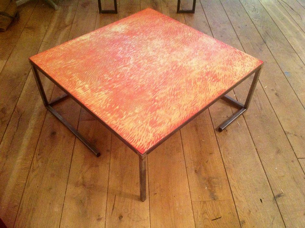 Tafel, 80x80cm,geheel uitgegutst tafelblad, afgewerk met slijtvaste epoxy  status:verkrijgbaar