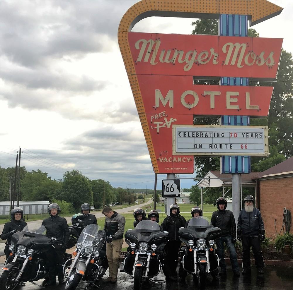 Munger Moss ja Ramona olivat täällä kaauan ennen kuin Interstate teki Lebanonista tarpeettoman...