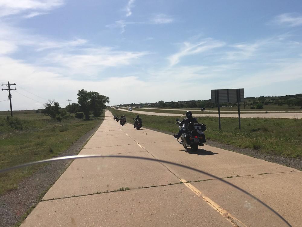 Oklahoma Cityn jälkeen Route jatkuu idyllisenä maaseudun halki, välillä pikkukyliin poiketen. Interstate 40 molemmin puolin...