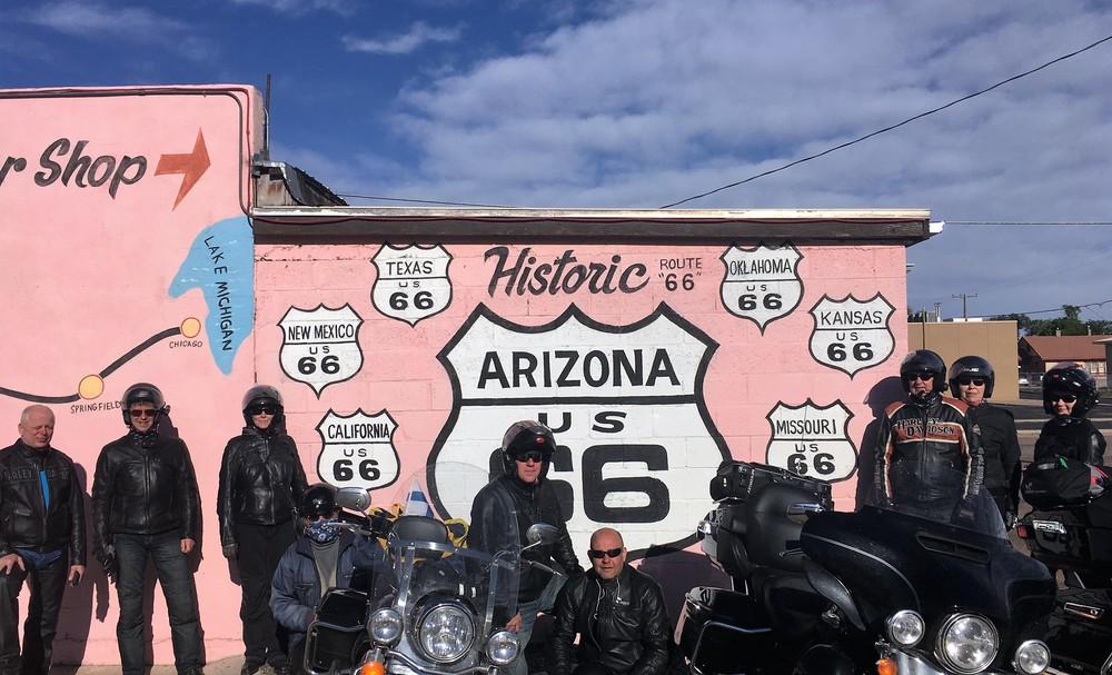 Olemme päättäneet jo matkan alku vaiheessa, että keräämme ryhmäkuvat kaikissa osavaltioissa route merkki taustanaan :) Arizonan jälkeen puuttuu enää Nevada ja California!