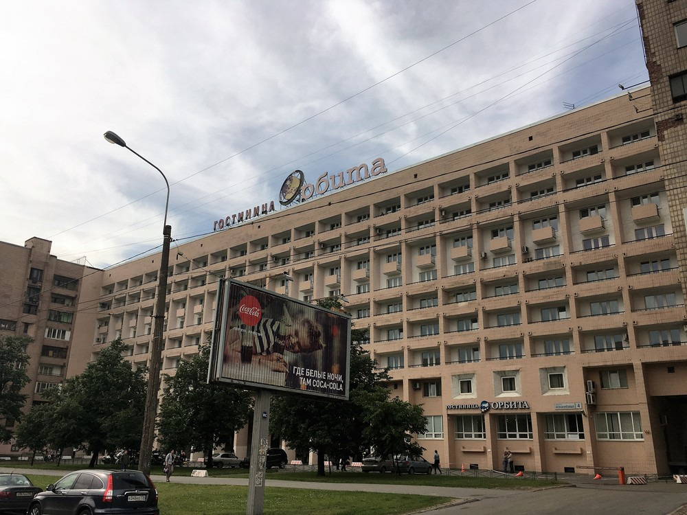 Meidän hotelli oli hyvin siisti sisältä ja hyvällä paikalla kaupungin laidalla moottoripyöräreissua ajatelleen!