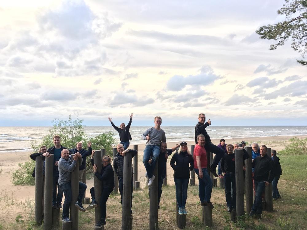 Ryhmäkuva Narva-Joensuun rannalla :)