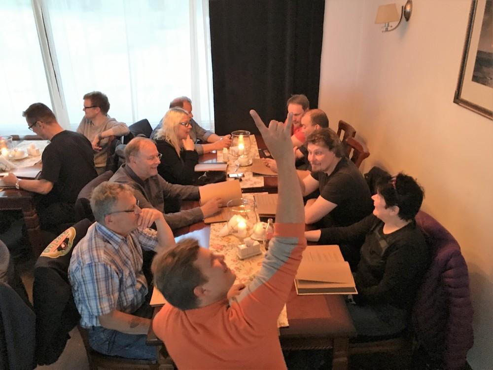 Viimeinen yhteinen illallinen hienossa seurassa rantaravintolassa!