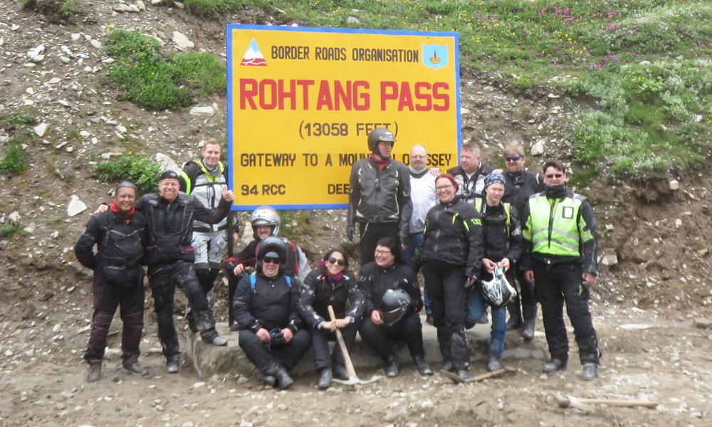 Matkamme ensimmäinen solan ylitys. Intialaiste suuressa suosiossa oleva Rotang Pass, joka 4600 metriä merenpinna ylpuolella.