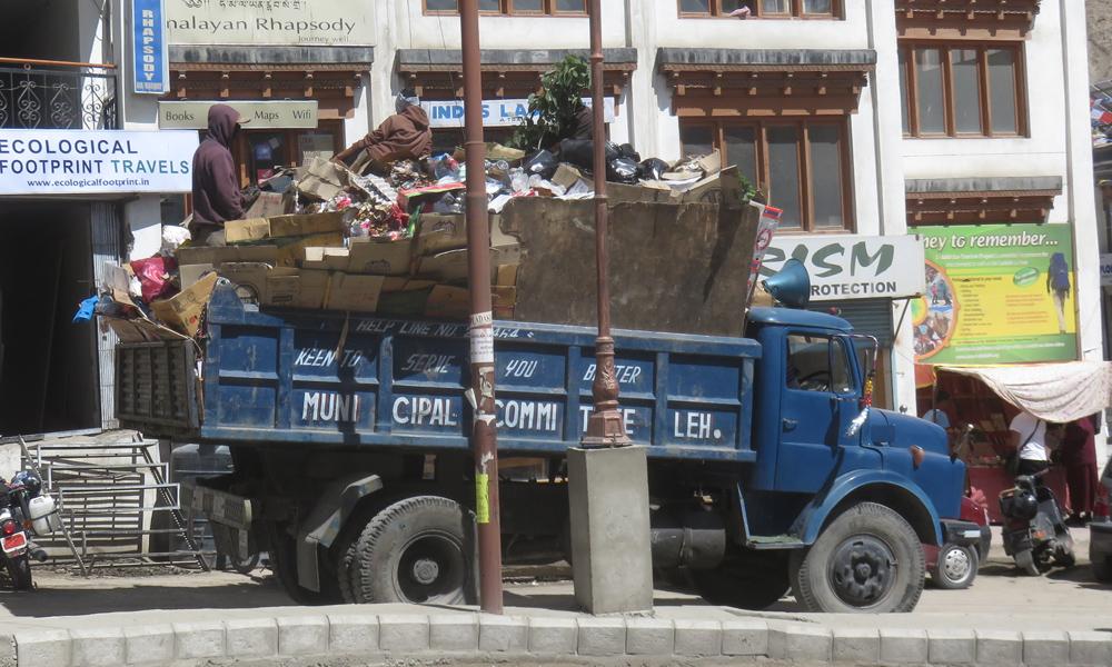 ... ja Lehin roska-auto!