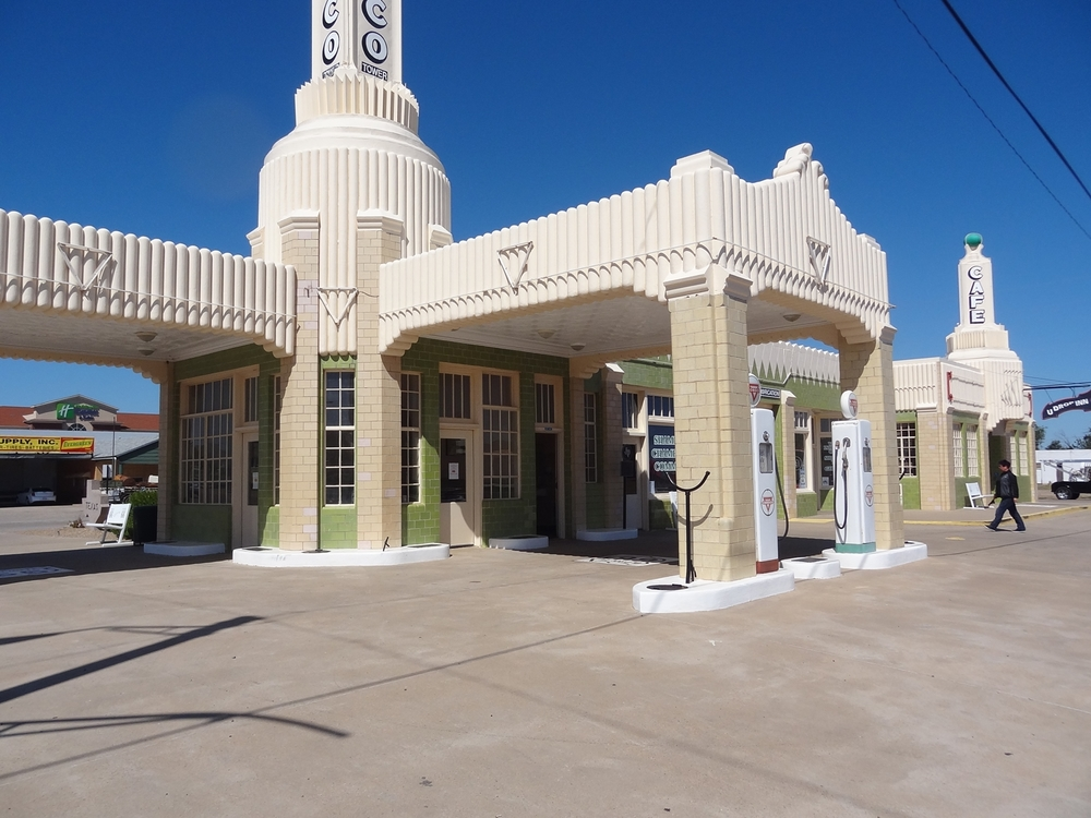 Shamrockin Conoco-asema ja U Drop Inn -diner.