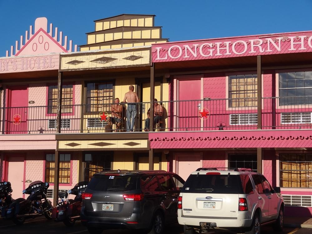 Big Texan Motellilla, jonka parvekkeelle Esa, Pekka ja Tapsa (ryhmämme Tres Amigos) perustivat samantien auringonottopaikan.